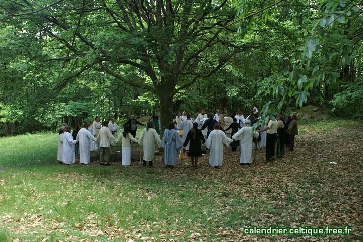 Suisse romande: A l'occasion du solstice d'été, rencontre avec les druides de nos contrées